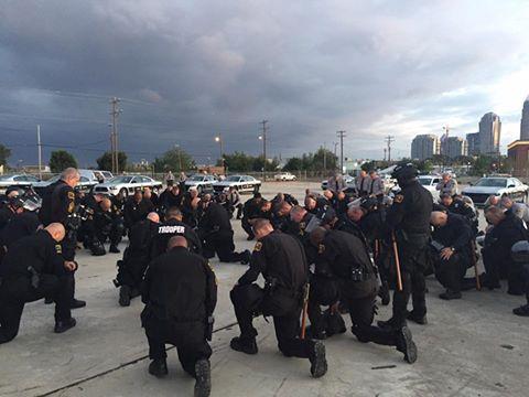 officers-praying